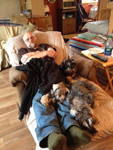 Dad, Anya, Fidget & Inca sharing the recliner.